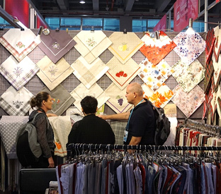 How can small businesses participate in the Canton Fair?